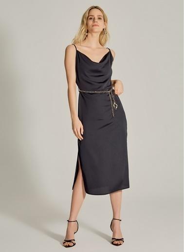 NGSTYLE Degaje Yaka Zincir Kemerli Elbise Siyah